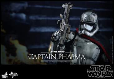 Star Wars: The Force Awakens: 1/6th scale Captain Phasma