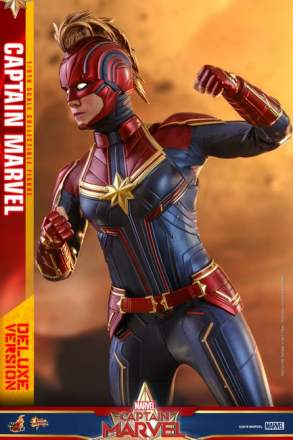 Captain Marvel - 1/6th scale Captain Marvel (Deluxe Version)